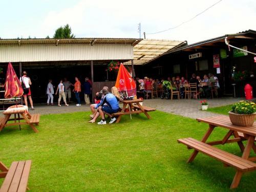 2012 - červenec - posezení při dechovce